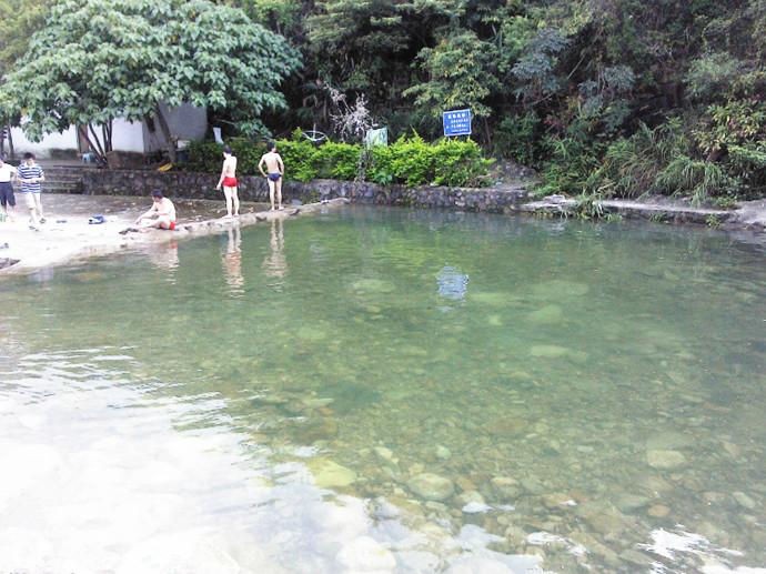 深圳杨梅坑山海天然潭农家乐溯溪野炊骑单车游泳