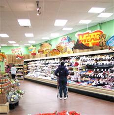 南山平头生活超市货架