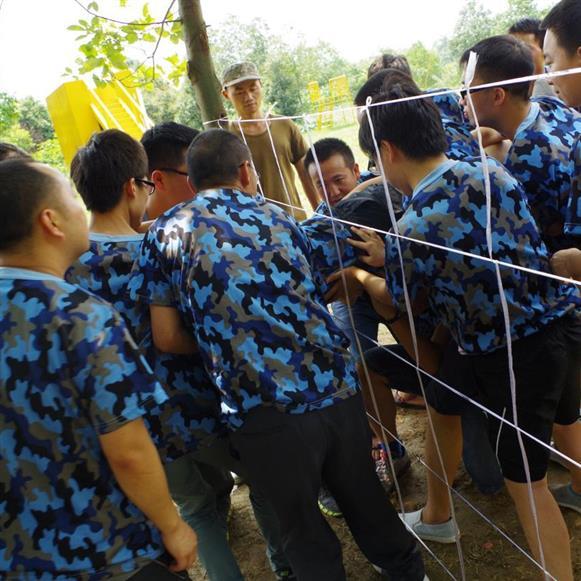 公司户外拓展培训项目穿越电网