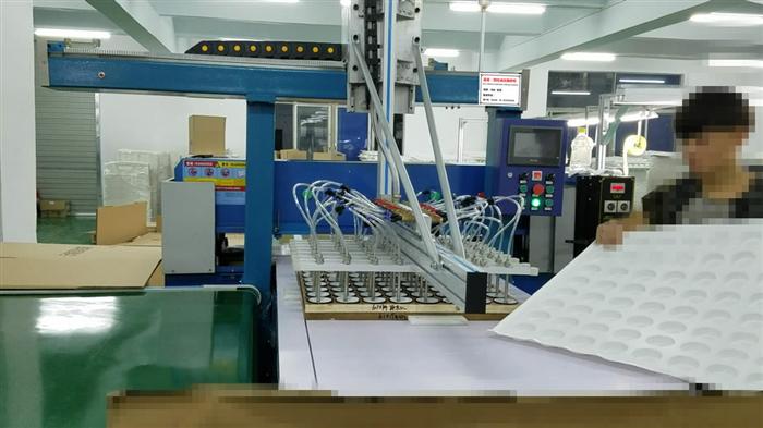 50噸吸塑取料機械手自動油壓裁斷機解決方案!