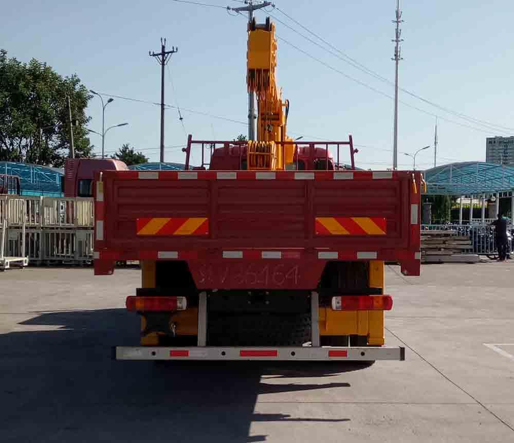 福田欧曼6.3吨随车起重运输车 8吨随车吊1
