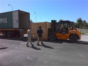 集装箱掏箱装卸车