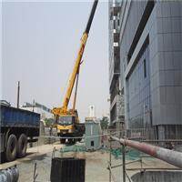 100T汽车吊装在中关村一号项目吊装作业现场